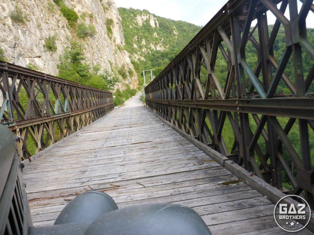 Gaz 69 na bośniackim moście