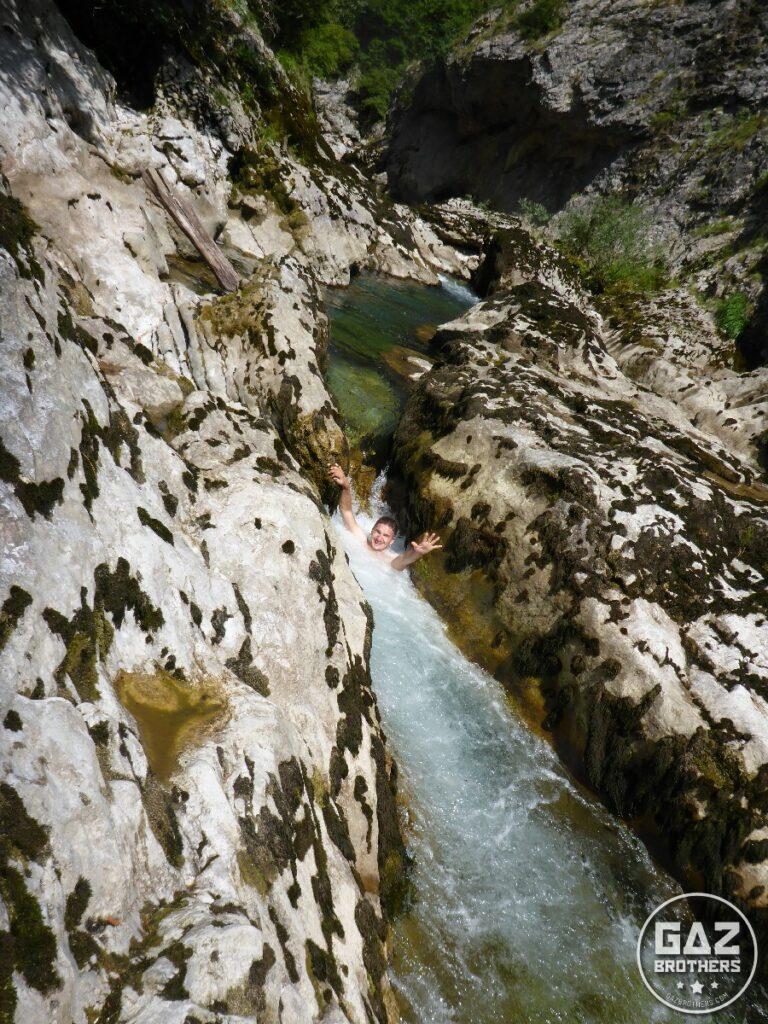 Kanion Rakitnicy i kąpiel w spienionej górskiej rzece