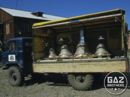 Dzwony kościelne na ciężarówce Gaz 66